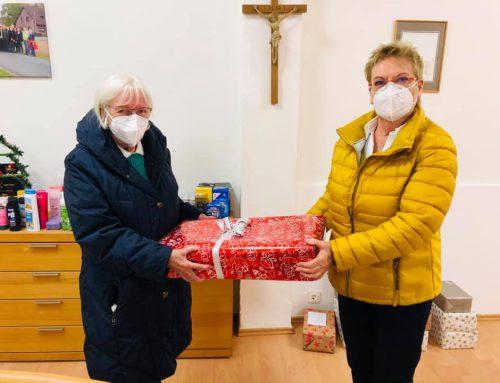 """Traditionelle Päckchen-Aktion unter dem Motto """"Frauen für Frauen"""" war wieder großer Erfolg"""